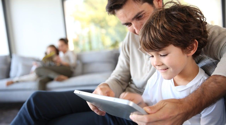 Cómo ser padres en un mundo con Internet